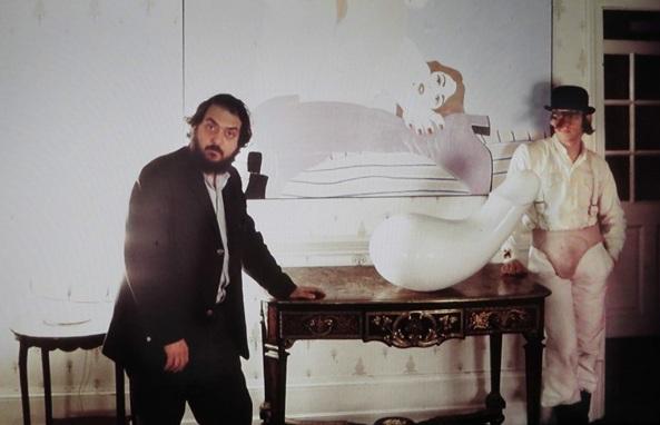 Stanley-Kubrick-and-Malcolm-McDowell-in-A-Clockwork-Orange-1971-arancia-meccanica-set-1